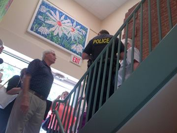 Mayor Don Furniss (left) talks to an OPP officer. (Submitted photo)